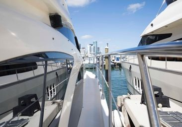 Charter Azimut 55ft in Miami